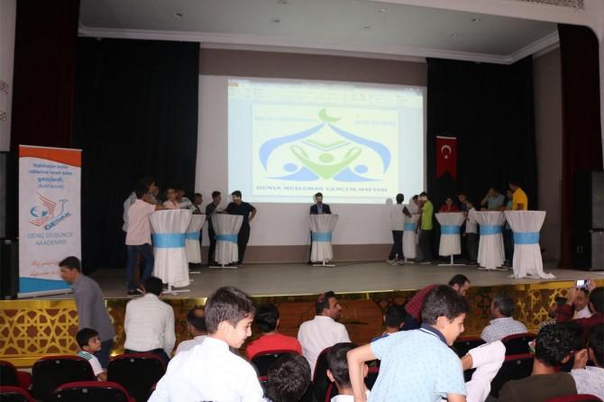 Şanlıurfa'da gençler bilgi ve güzel sesleri ile yarıştı