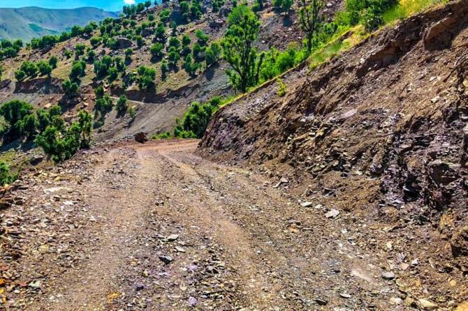 Sason'da bozulan yolun yerine yeni yol yapıldı