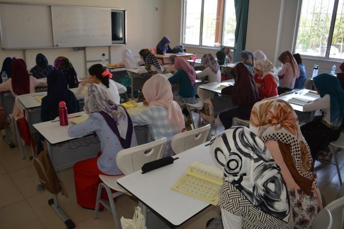 Minik öğrencilere yaz Kur'an kursunda hafızlık eğitimi