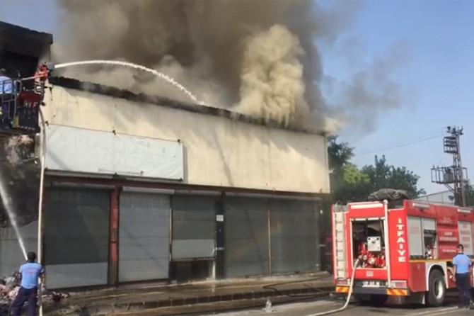 Gaziantep Şahinbey'de mobilya imalathanesinde yangın