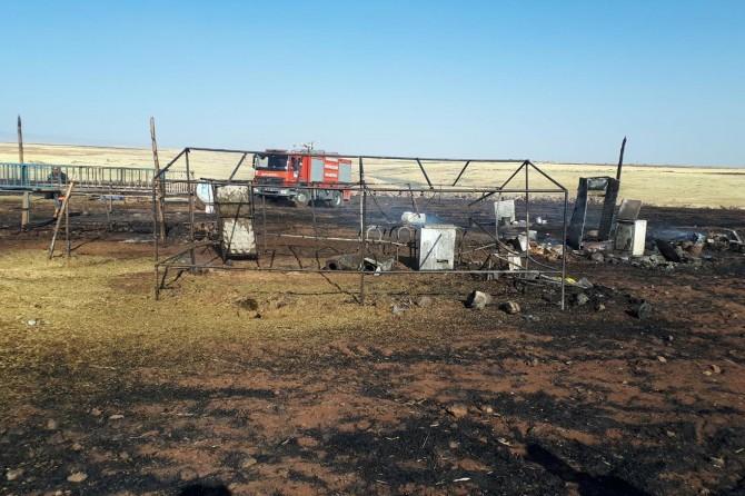 Siverek'te yangın göçerlere ait çadırları kül etti