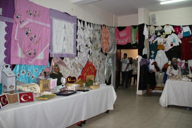 Midyat'ta kursiyerler el işi ürünlerini sergiledi