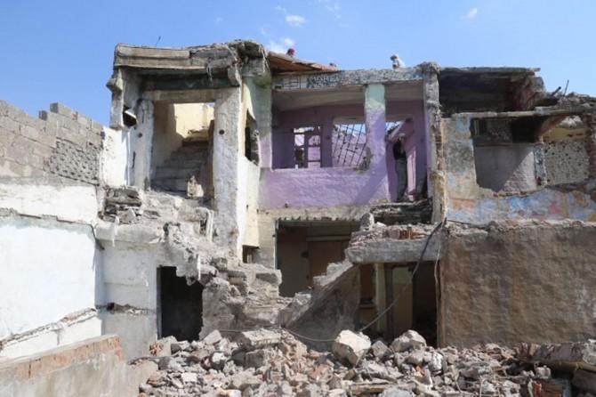 Diyarbakı Bağlar'da metruk yapıların yıkımına başlandı