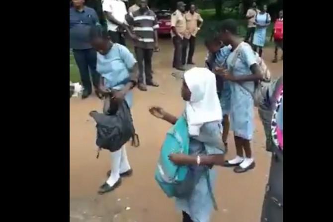 Nijerya'da başörtülü öğrencilere zulüm