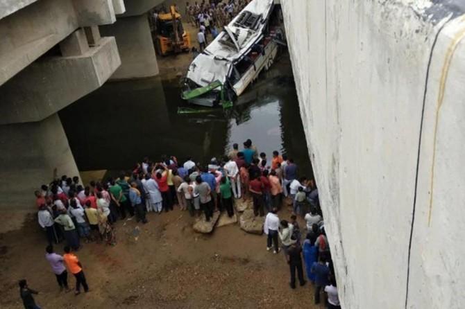 Hindistan'da otobüs kazası: 29 ölü