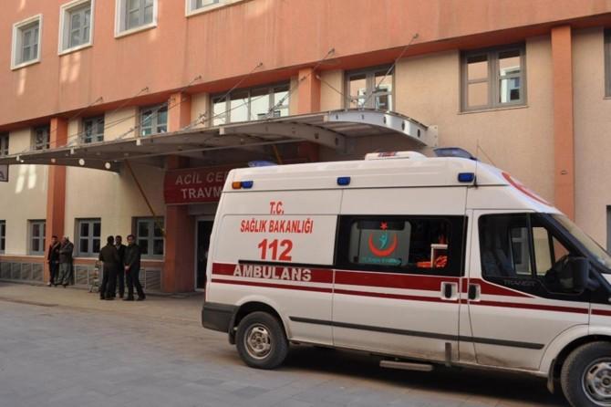 Kocaköy'de otomobil yolcu minibüsüne çarptı: 3 yaralı