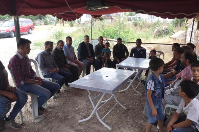 HÜDA PAR'dan Suriyeli çocuğun ailesine taziye ziyareti