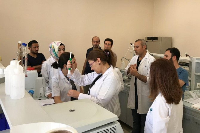 Mardin Artuklu Üniversitesi Merkezi Araştırma Laboratuvarı'nda uygulamalı eğitim