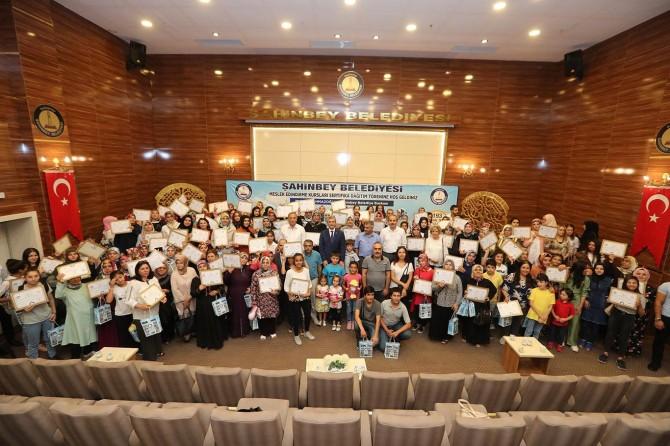 Gaziantep'te meslek edindirme kursuna katılan kursiyerlere sertifika verildi