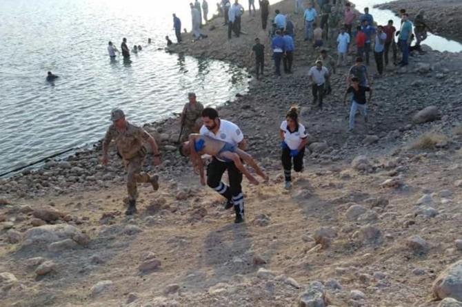 Nusaybin'de gölete giren kuzenler boğuldu