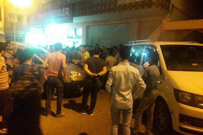 Siirt'te Hamza Nazlıer Camii önünde kontrolden çıkan otomobil iki kadına çarptı