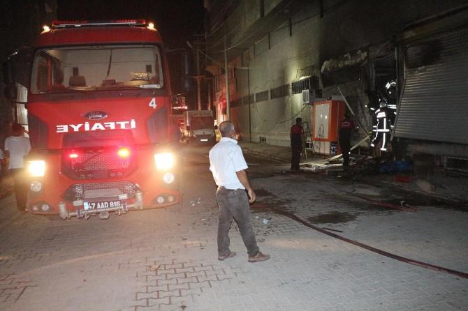 Kızıltepe'de mobilya ve beyaz eşya mağazasında büyük yangın