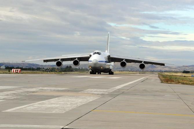 S-400 sevkiyatında bir uçak daha indi