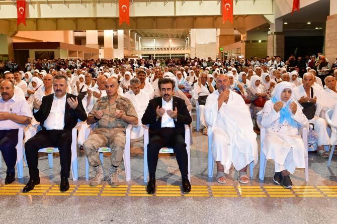 Diyarbakır'ın ilk hac kafilesi uğurlandı