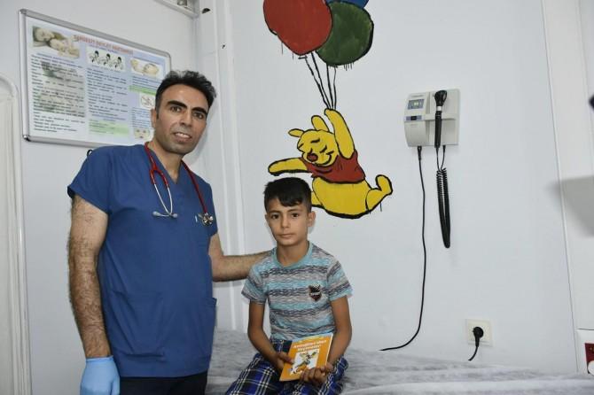 Dargeçit Devlet Hastanesi doktorunun kitap uygulaması takdir topluyor