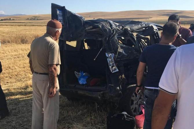 Kovancılar'da takla atan araç tarlaya girdi: 2 yaralı