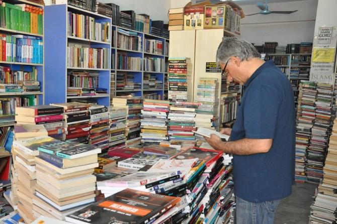 Pahalılık kitapseverleri ikinci el kitaplara yöneltiyor