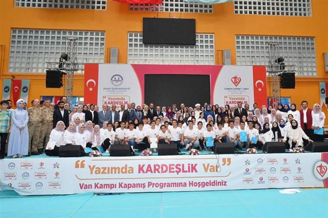 Yazımda Kardeşlik Var Van Yaz Kampının kapanış programı yapıldı