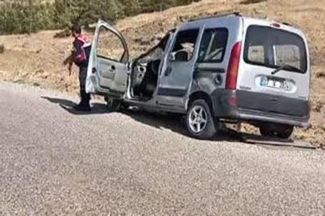 Hafif ticari araç devrildi: 12 yaralı