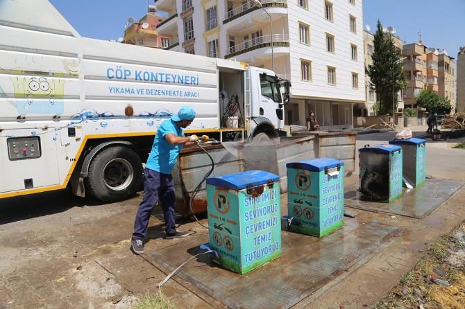 Siirt Belediyesi çöp konteynerlerini dezenfekte ediyor