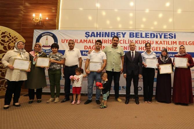 Meslek edindirme kurslarına katılanlara sertifikaları verildi