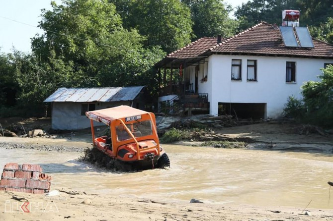 Missing in flood, teams find bodies of mother and daughter in Düzce