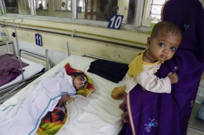 Hindistan'daki salgın nedeniyle 214 kişi öldü