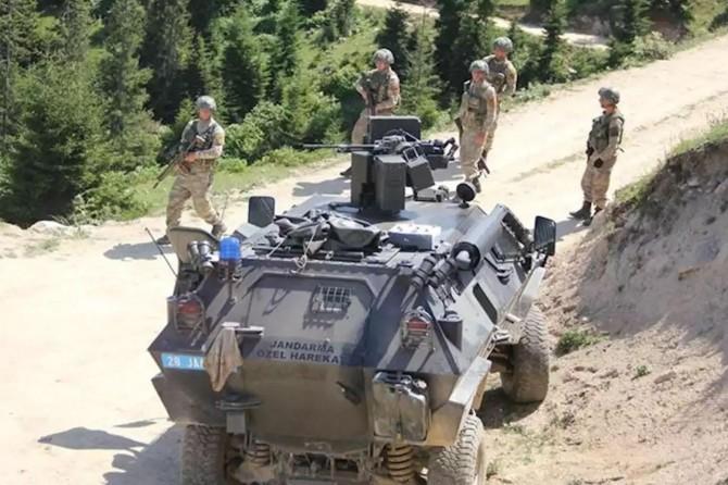 Biri gri kategoriden 4 PKK'li teslim oldu