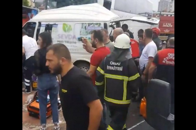 Fatsa'da yolcu otobüsü minibüsle çarpıştı: 3 ölü 7 yaralı