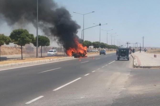 Midyat'ta takla atan otomobil alev aldı: 1 yaralı