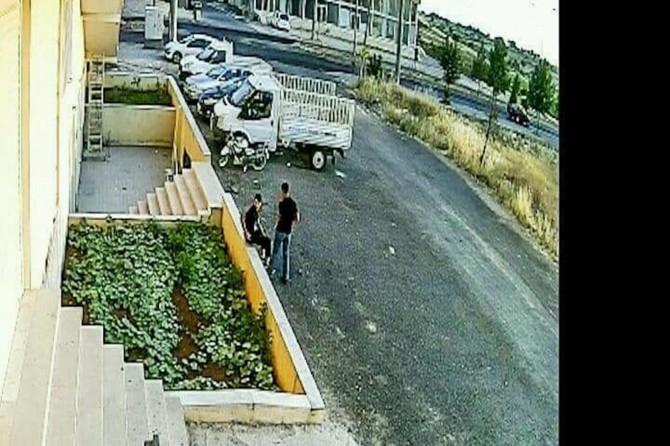 Midyat'ta motosiklet hırsızları güvenlik kamerasına yakalandı