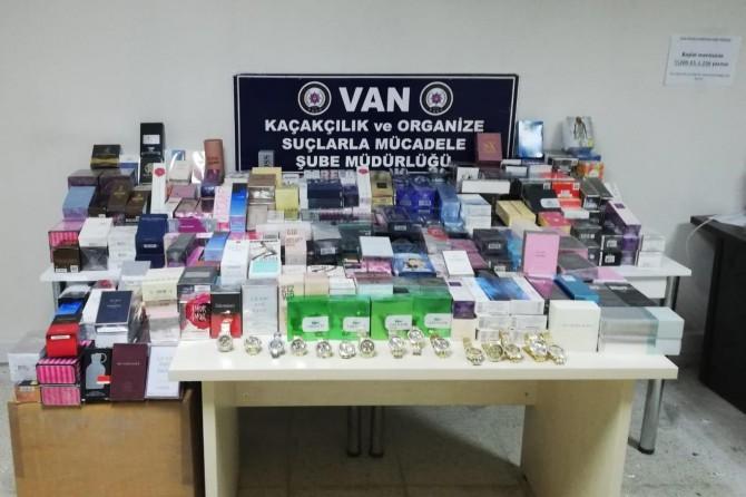 Van'da kaçak parfüm ve saat operasyonu