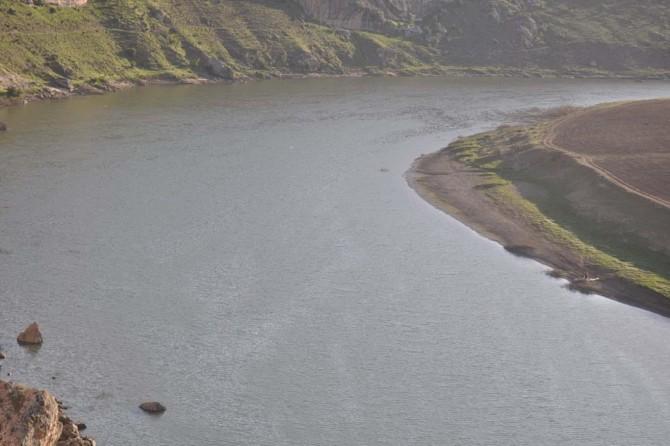 Baraj gölünde boğulma tehlikesi geçiren genç hayatını kaybetti