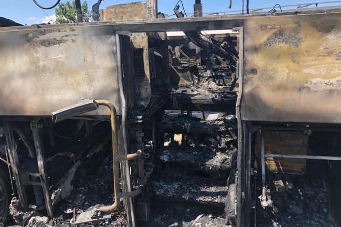 Balıkesir Valiliği: Otobüs yangınında 2'si çocuk 5 kişi hayatını kaybetti