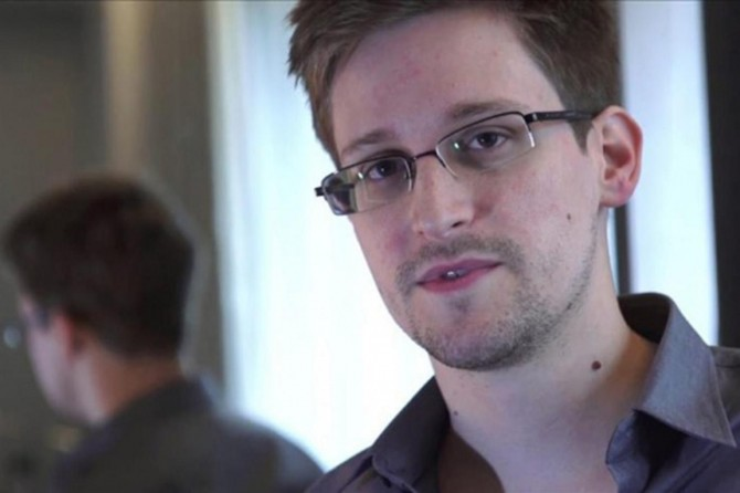 Edward Snowden: Facebook, Instagram ve Youtube sizi gizlice gözetliyor