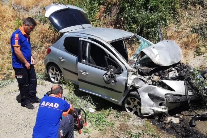 Bitlis'te araç şarampole yuvarlandı: 2 yaralı