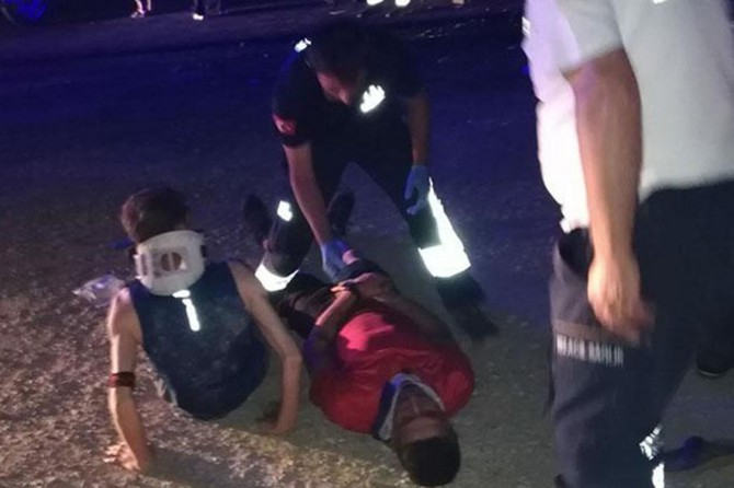 Bitlis'te sınava girecek öğrencileri taşıyan minibüs kaza yaptı: 13 yaralı