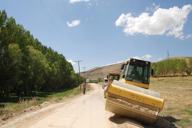 Bitlis'in köy yollarına 35 milyon liralık hizmet