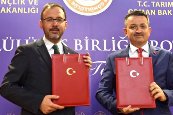 İki bakanlık 'gönüllülük' alanında işbirliğine imza attı