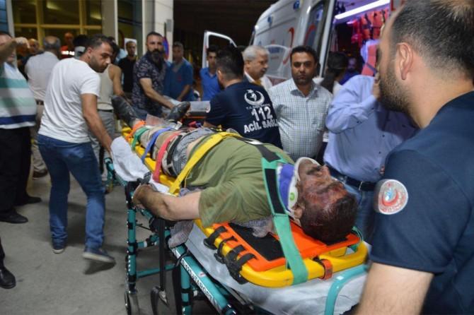 Pervari'de köy minibüsü kaza yaptı: 2 ölü 9 yaralı