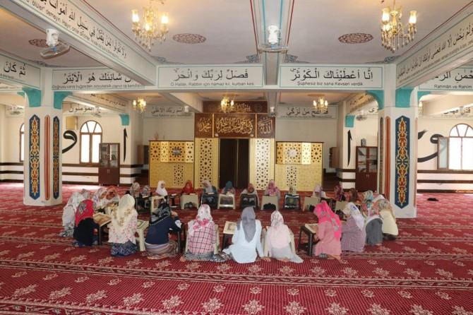 Her geçen yıl yaz Kur'an kurslarına ilgi artıyor