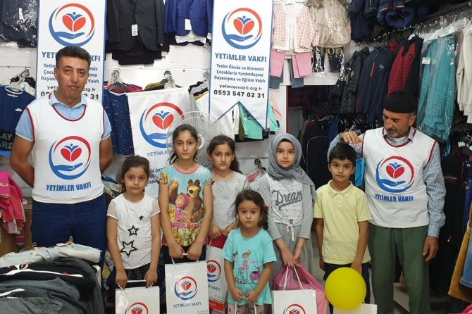 Yetimler Vakfından Bismil'de giyim yardımı