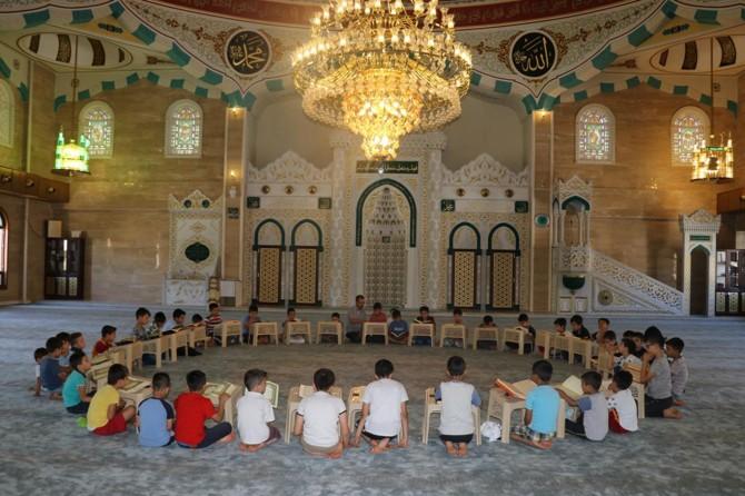 Kurslar bitse de namaz kılmaya, Kur'an-ı Kerim okumaya devam edeceğiz