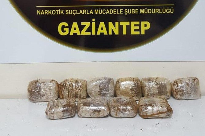 Gaziantep'te otomobilin motor kısmında eroin ele geçirildi