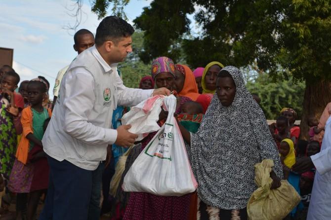 Kenyalı muhtaç ailelere gıda ve giyim yardımı