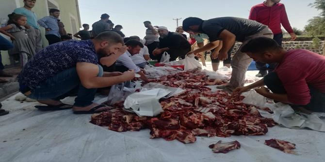 Çınar Alabaş'ta kurban etleri tüm evlere eşit bir şekilde dağıtıldı