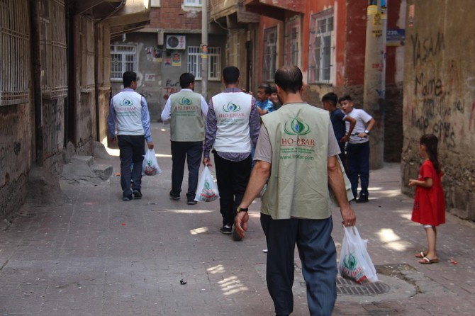 IHO-EBRAR Diyarbakır'da kurban eti dağıttı