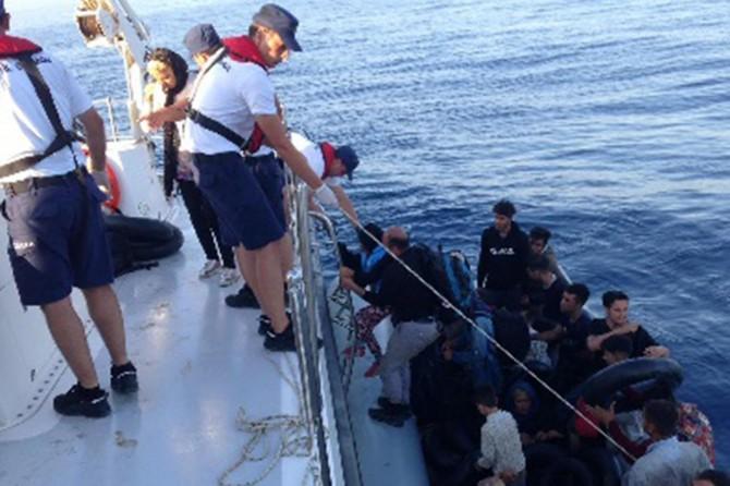 Ayvacık'ta 118 düzensiz göçmen yakalandı