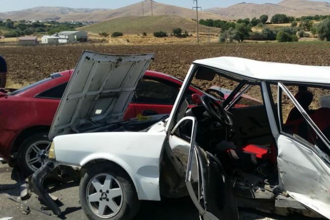 Palu'da otomobiller çarpıştı: 6 yaralı
