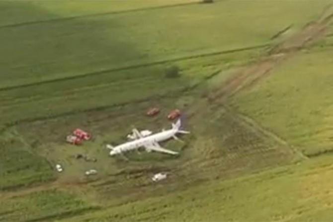 Rusya'da kuş sürüsüne çarpan yolcu uçağı mısır tarlasına acil iniş yaptı